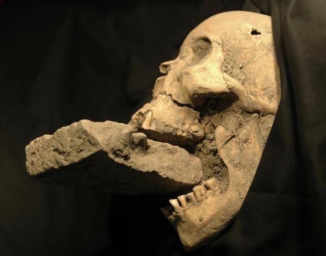 italy-vampire-burial